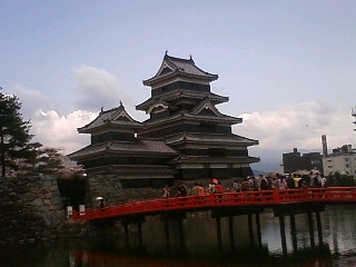国宝松本城の桜