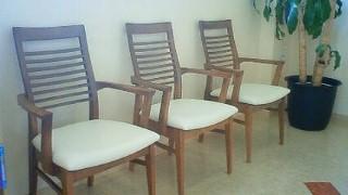 待合の椅子を新しくしました!!