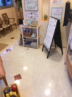 待合室、診療室 床がピッカピカ!